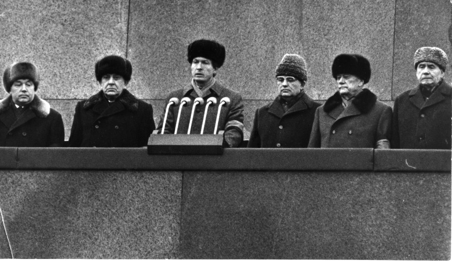 Мишин выступает на траурном митинге в память о К.У. Черненко. 13 марта 1985 г.